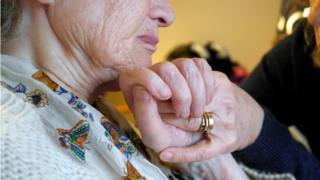 Alzheimer ilerleyen yaşlarda sık görülen bir rahatsızlık