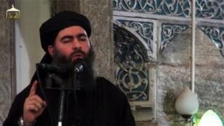Abu Bakr al-Baghdadi yatangaje ishingwa rya leta yiyita iya kisilamu ubwo yari mu musigiti wa al-Nuri i Mosul muri Irake mu kwezi kwa karindwi mu mwaka wa 2014