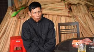Ông Nguyễn Đình Gia, trú xã Thanh Lộc, huyện Can Lộc nói có con trai Nguyễn Đình Lượng (20 tuổi) tìm đường sang Anh