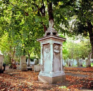Надгробный памятник Мириам Леви