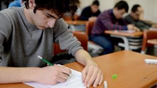 Sınava giren öğrenci