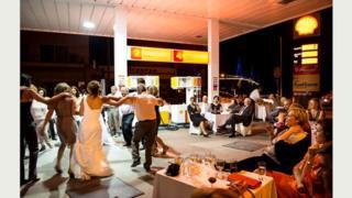 """Свадьба на заправочной станции. Рио, Греция [""""Средиземноморье"""" #16]"""
