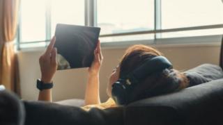 Pessoa usando tablet