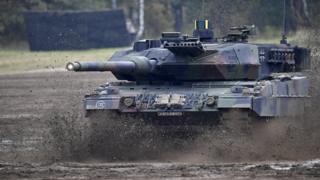 Alman ordusunda bulunan Leopard 2A/7 tipi tank