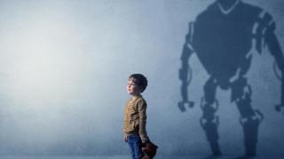 Menino com sombra de robô