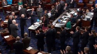 Soo dhaweyn loo sameeyay Senator John McCain oo gobolka Arizona loogaga baxnaaninayay kansar kaga dhacay maskaxda