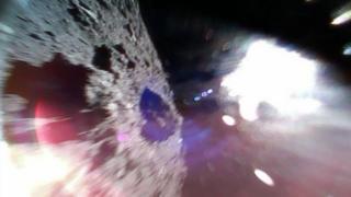 عکس یکی از روبات های فرودآمده بر سیارک از آن