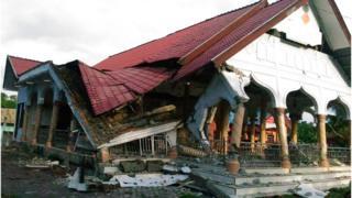 インドネシアの気象庁は今回の地震による津波の心配はないと述べた