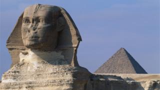 La tête du sphinx et les pyramides d'Egypte