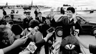 García ante los periodistas antes de partir hacia Colombia