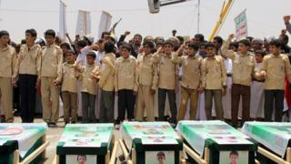 Yemeni children vent anger against Riyadh and Washington on August 13, 2018 as they take part in a mass funeral