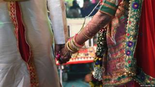 This picture taken on December 24, 2017 shows an Indian couple taking part in a mass wedding in Surat, some 270km from Ahmedabad