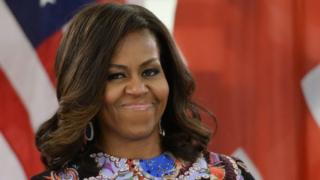 Michelle Obama ayaa saddex jeer oo hore waxa ay kaalinta labaad u gashay Hillary Clinton