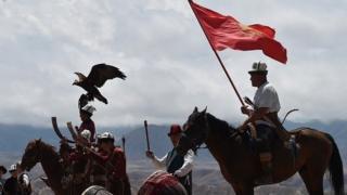 Бийликтеги тамырлашкан тууганчылык Кыргызстандагы ыңкылаптардын негизги себептери аталат