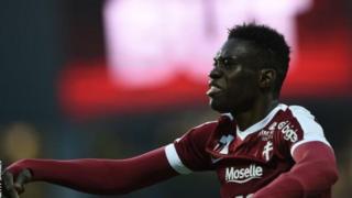 L'ailier international sénégalais, Ismaïla Sarr, déclare avoir rejeté une offre de Barcelone pour s'engager aux côtés de Rennes.