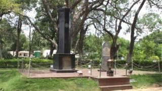 विदुरश्वत्था में लोगों की याद में बना स्मारक
