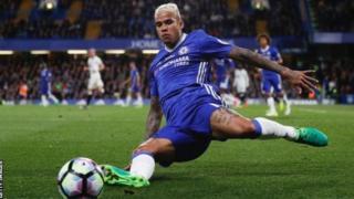 Le joueur brésilien de Chelsea a été renvoyé au Royaume-Uni après des commentaires racistes sur un agent de sécurité chinois endormi