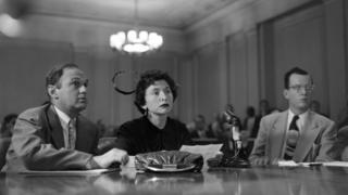 Лојалност хиљаде Американаца доведена је крајем педесетих у питање пред конгресним одбором