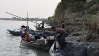ชาวประมงเมียนมาในเขตปากแม่น้ำอิระวดี