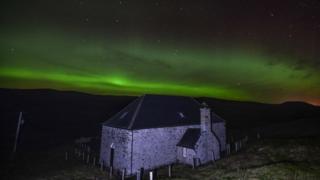 Northern lights over Brettabister