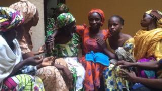 N'ubwa mbere abakobwa ba Chibok basubiye mu miryango kuva barekujwe