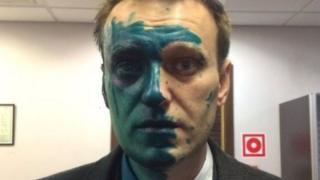 Navalny luego de ser atacado con tinte antiséptico en 2017.