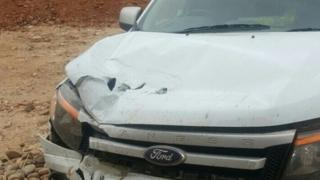 Selon la radio Jacaranda FM, cette voiture a subi l'assaut d'un hippopotame.