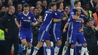 Pedro của Chelsea ghi bàn đầu tiên cho Chelsea trong trận gặp Tottenham Hotspur hôm 26/11