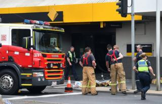 Emergency service workers are seen at the Commonwealth Bank Springvale in Melbourne, Victoria, Australia, 18 November 2016.
