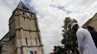 У церкви, где произошло убийство священика