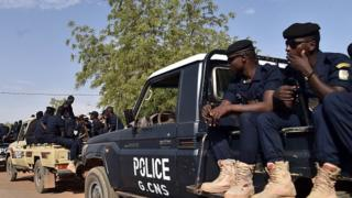 Police in the Niger capital Niamey (20 March 2016)