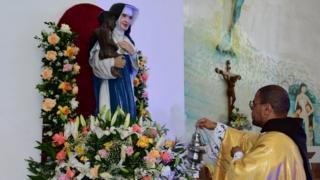 Irmã Dulce: como se constrói a 'imagem oficial' de uma santa?