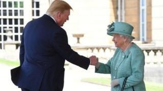 Presiden Trump dan Ratu Elizabeth.