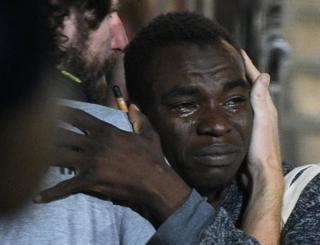 Sevinçten ağlayan bir göçmen