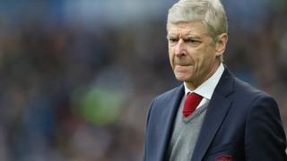 Arsenal coach Arsene Wenger wey one comot