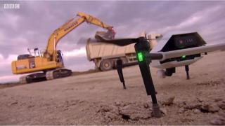 【世界を揺るがす】 建設現場にGPSとドローンで効率追求