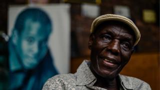 Oliver Mtukudzi doit être élevé au rang héros national, selon un député zimbabwéen.