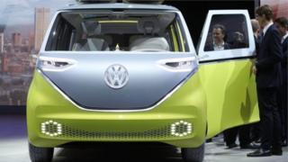 إحدى سيارات الشركة الكهربائية