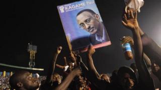 Le pourcentage de voix obtenu par Paul Kagame correspond à celui par lequel les rwandais avaient approuvé en 2015 une modification de la Constitution.