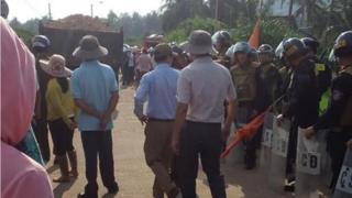 Hàng chục cảnh sát cơ động có thể được trông thấy hôm 8/5 tại khu vực Phù Mỹ, Bình Định