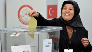 Almanya'da oy verme işlemleri başladı