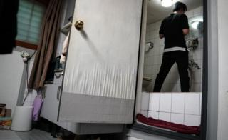 Oh ke-cheol in his bathroom with a raised floor