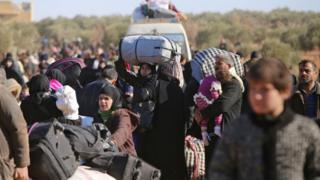 Civilians flee eastern Aleppo on 8 December 2016