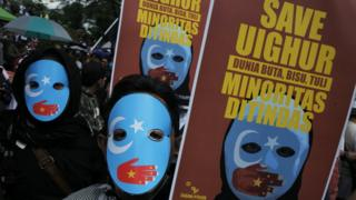 Unjuk rasa memprotes kekerasan dan perlakuan terhadap Muslim Uighur