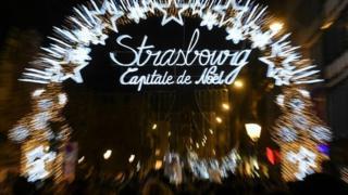 ภาพตลาดตลาดคริสต์มาส บริเวณจัตุรัส 'พลาสเคลแบร์' เมื่อวันที่ 23 พ.ย. ที่ผ่านมา