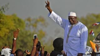 Adama Barrow avait prêté serment en janvier à l'ambassade de Gambie au Sénégal.