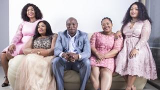 Musa Mseleku e suas quatro esposas