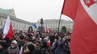 Накануне протестующие собрались напротив президентского дворца, а затем двинулись к Сейму