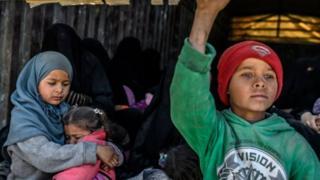PBB memperingatkan sekitar 200 keluarga masih terjebak di kantong ISIS