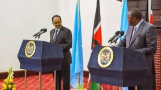 Umukuru w'igihugu ca Somalia, Mohamed Abdullahi Farmajo na Perezida wa Kenya, Uhuru Kenyatta